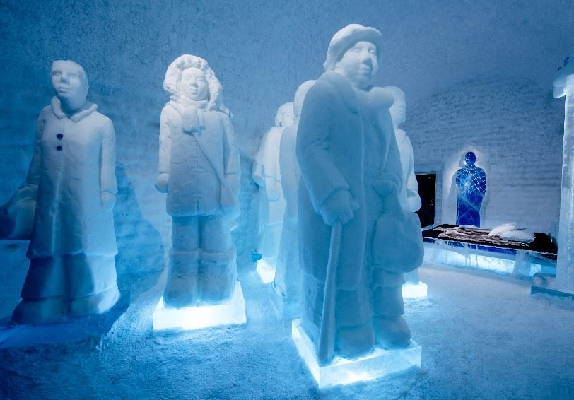 The Invisibe Invincible (Nina Hedman & Lena Kriström), Deluxe Suite, ICEHOTEL365, Jukkasjärvi, Swedish Lapland (Photo - Asaf Kilger)