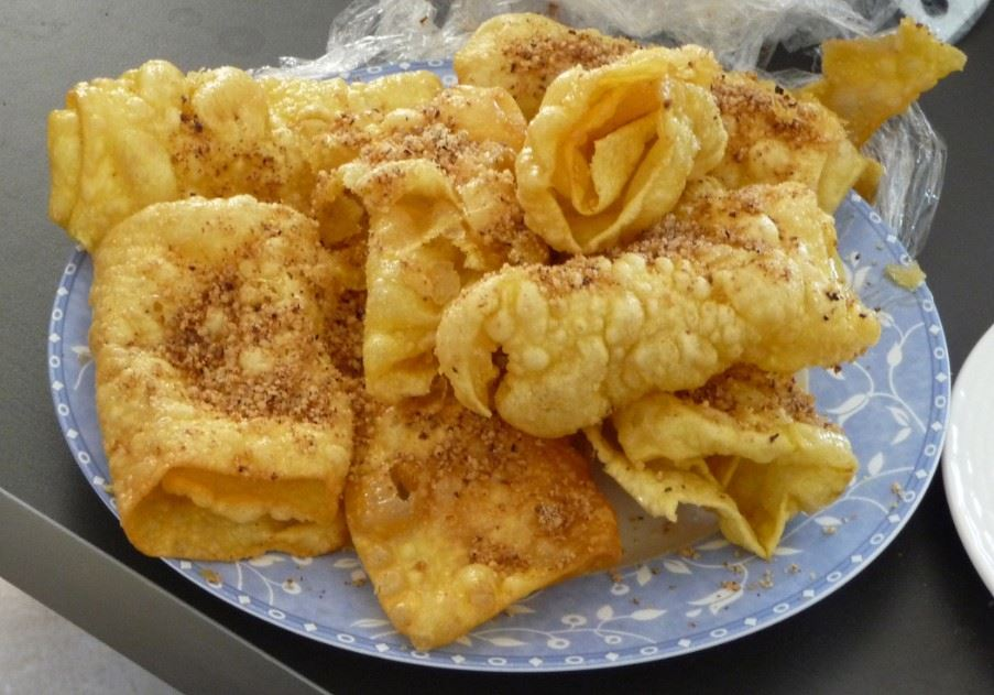 Diplotes - crumbly pastry with honey and cinnamon