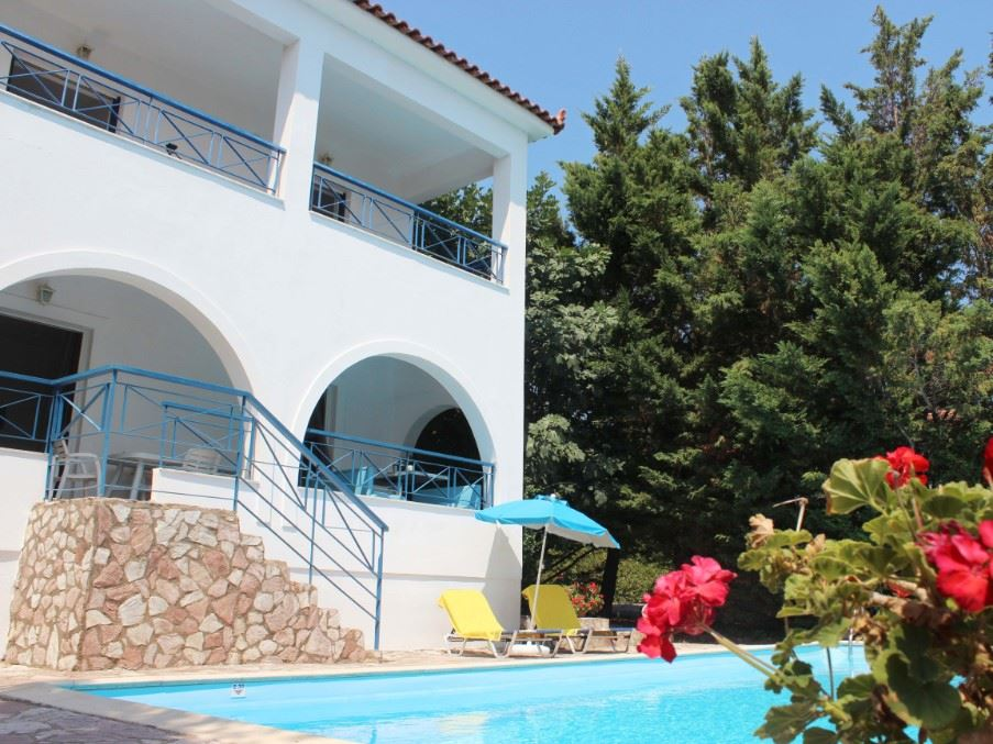 Kalamaki Cleo Villa, two bedroom villa with superb views over the Gulf of Messinia