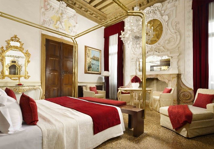 Suite Foscarini with Grand canal view, Palazzo Giovanelli e Gran Canal, Venice