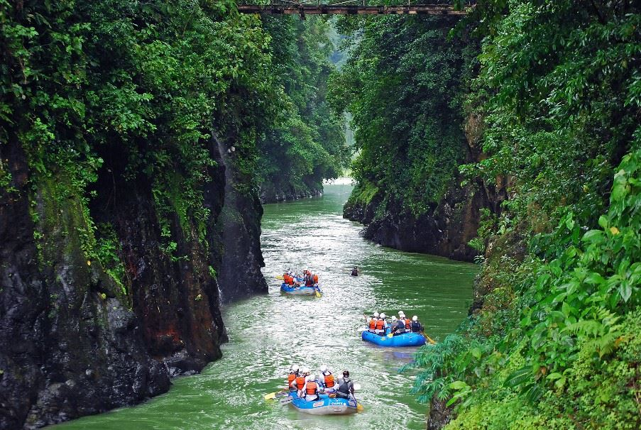 Rafting on the Pacuare river