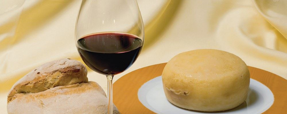 Wine and cheese from the Alentejo region