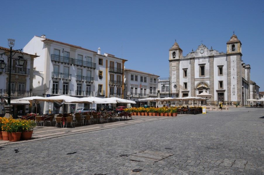Do Giraldo Square, Evora