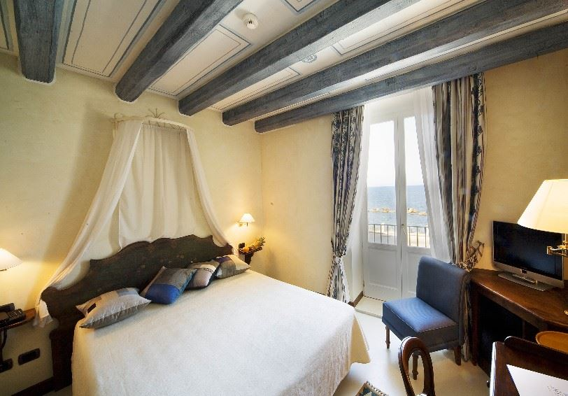 Classic room with sea view, Algila Ortigia Charme Hotel, Syracuse, Sicily