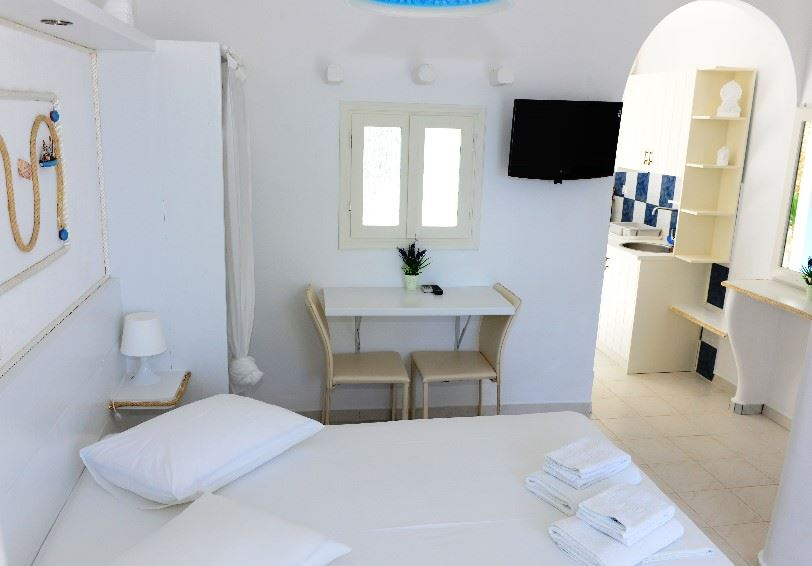 Standard room, Niki Savvas, Apollonia, Milos, Greece