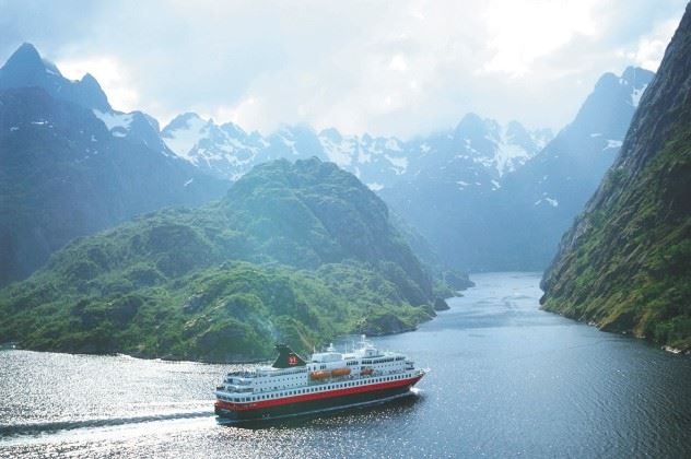 The Fjords and the Lofoten Islands by Hurtigruten