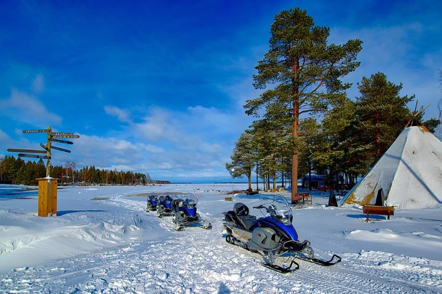 Snowmobile tour, Brandon Lodge, Swedish Lapland